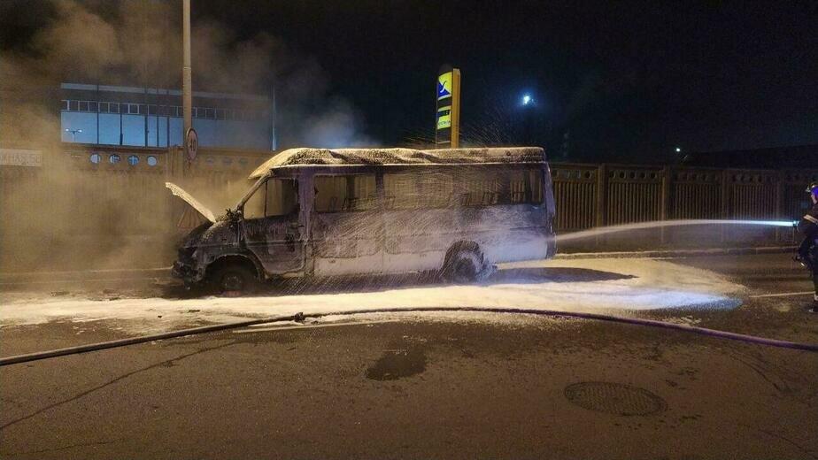 В Калининграде утром загорелась пассажирская маршрутка (фото) - Новости Калининграда   Фото очевидца