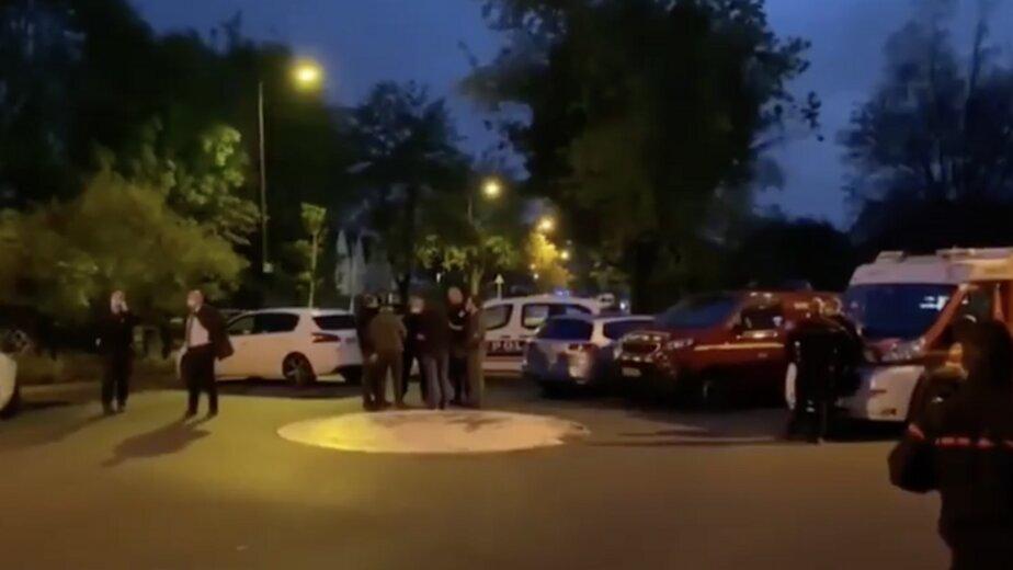 СМИ: во Франции по делу об убийстве учителя задержали трёх взрослых и ребёнка - Новости Калининграда | Изображение: кадр из эфира телеканала BFM