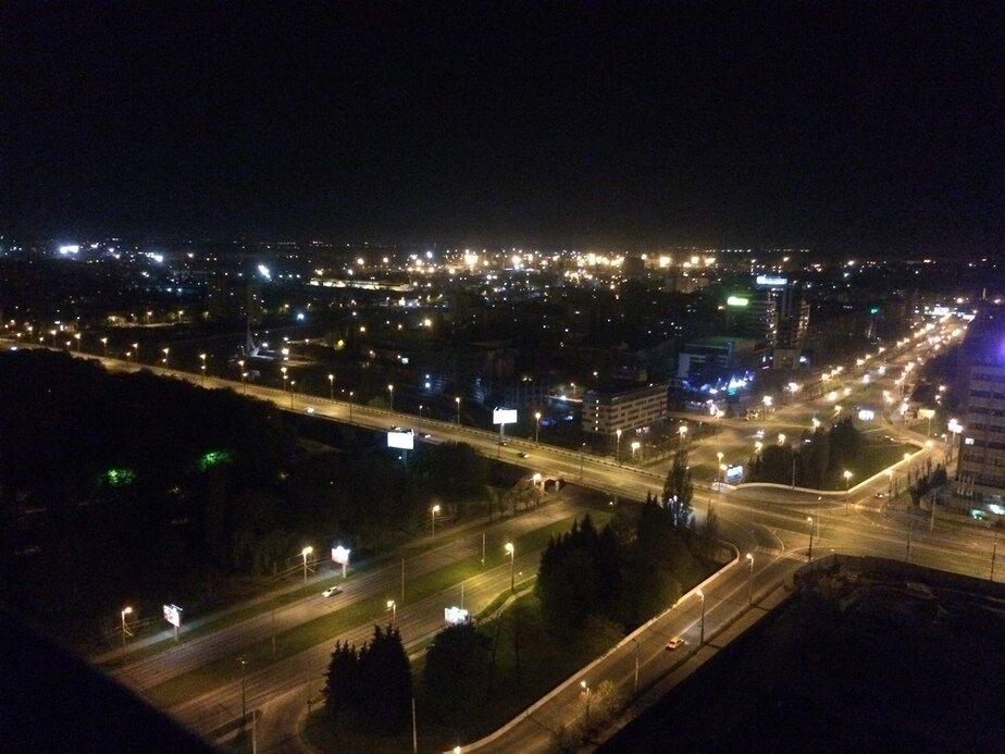 Так выглядит Эстакадный мост ночью | Фото: Владимир Енн