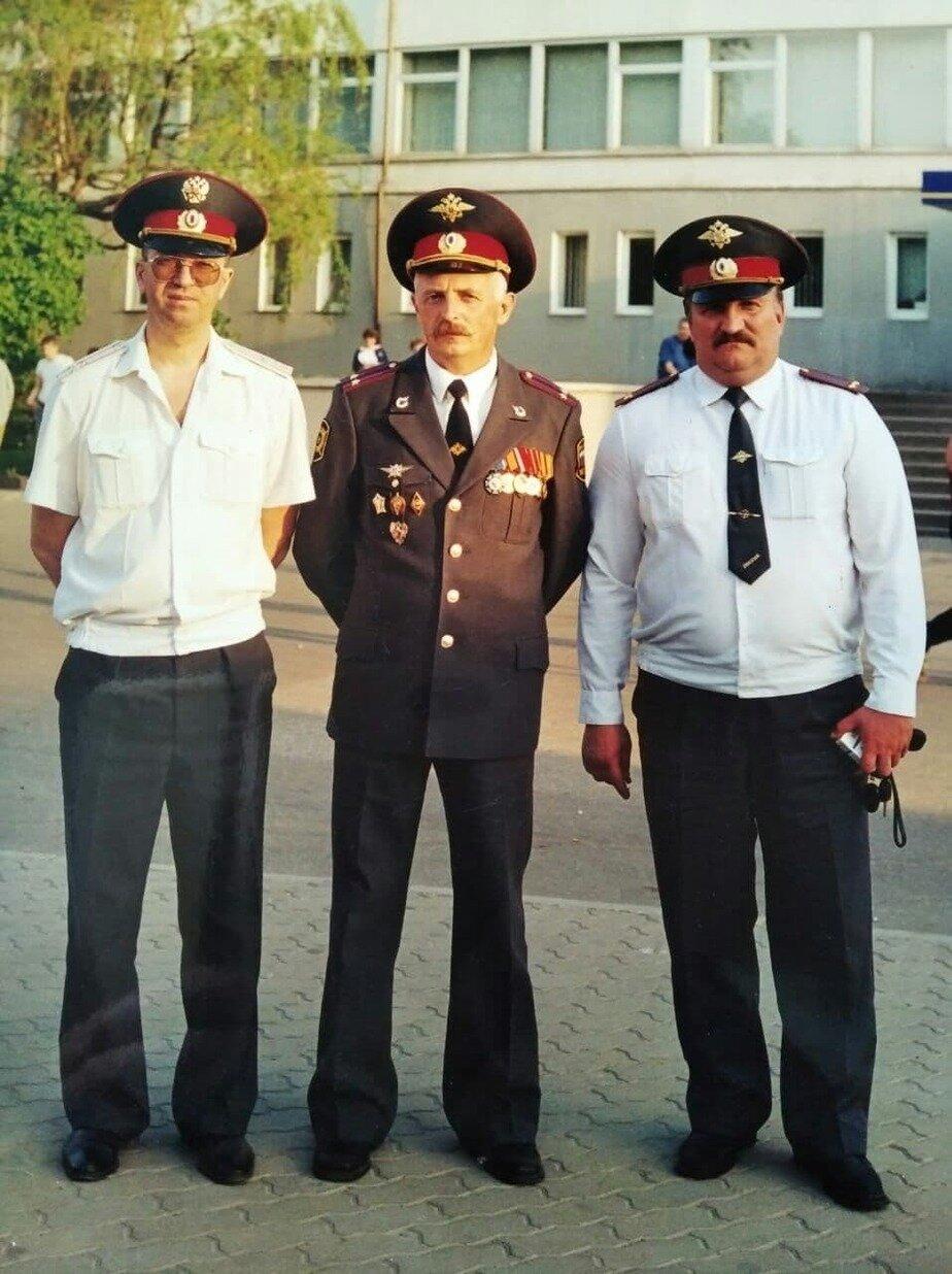 Группа офицеров калининградской милиции. В центре — подполковник Геннадий Мялик  | Фото: личный архив