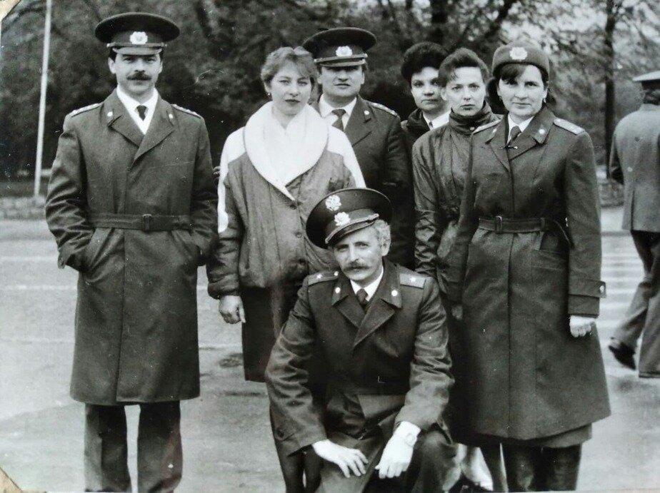 Группа офицеров Ленинградского райотдела милиции | Фото: личный архив