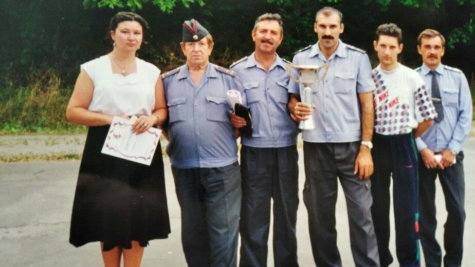 Команда Ленинградского отдела милиции по пулевой стрельбе из пистолета Макарова, занявшая первое место на областных соревнованиях | Фото: личный архив