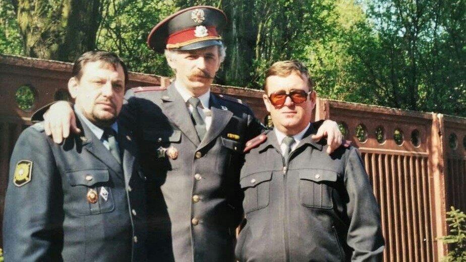 Июнь 1998 года, после вручения дипломов об окончании Калининградской высшей школы милиции. На фото: подполковник Горбов, подполковник Мялик, майор Чалый. | Фото: личный архив