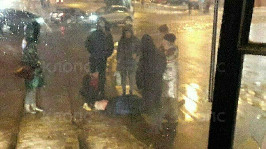 Очевидцы: на ул. 9 Апреля пешеход упал на трамвайные пути (фото) - Новости Калининграда | Фото очевидца
