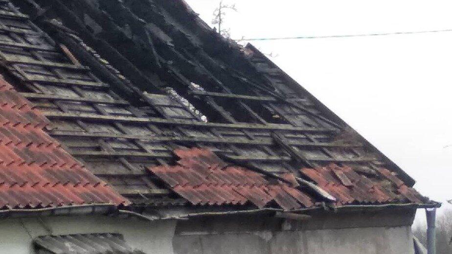 В Гурьевском районе вдова с двумя детьми и внуком осталась без жилья из-за пожара  - Новости Калининграда | Фото очевидца