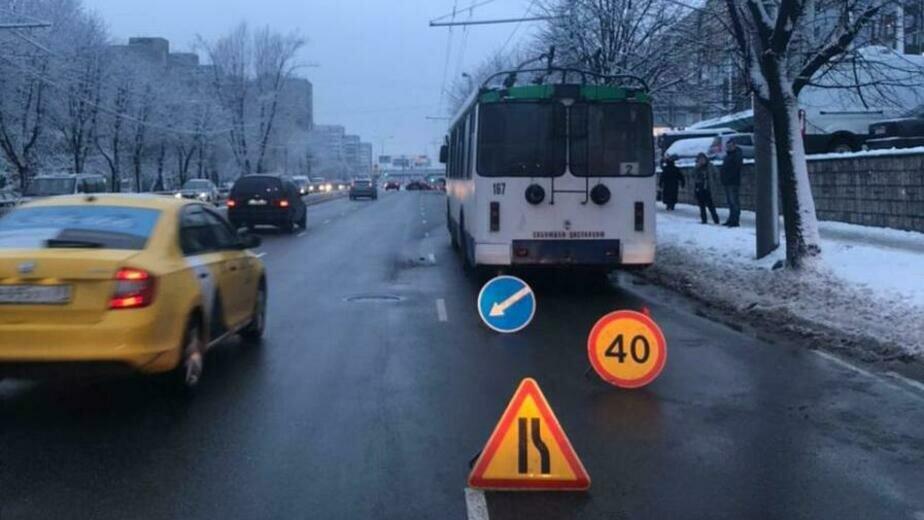 В Калининграде троллейбус попал в аварию, пострадала пассажирка - Новости Калининграда   Фото: пресс-служба УМВД России по Калининградской области