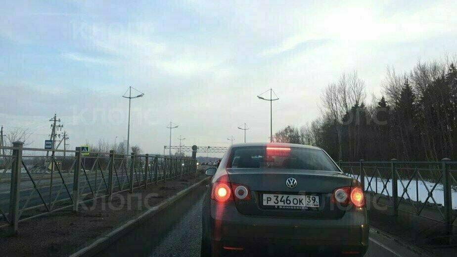 В Светлогорске первый городской светофор спровоцировал пробки - Новости Калининграда | Фото: очевидец