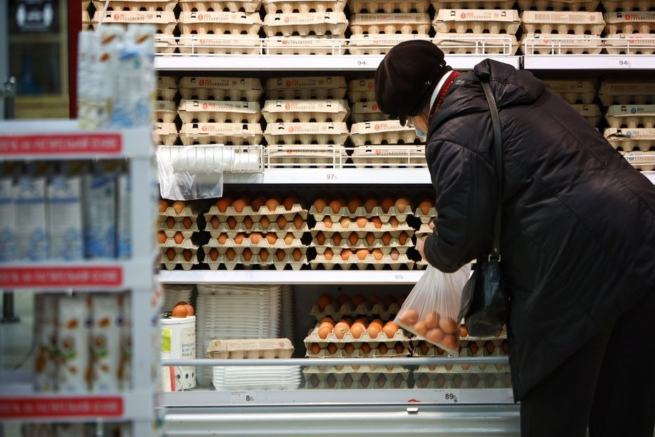 Заграничное зерно и ажиотаж: производители и ретейлеры рассказали, почему в Калининграде дорожают яйца - Новости Калининграда   Фото: Александр Подгорчук