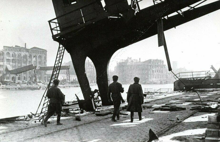 В порту Кёнигсберга после штурма | Фото: Калининградский областной историко-художественный музей