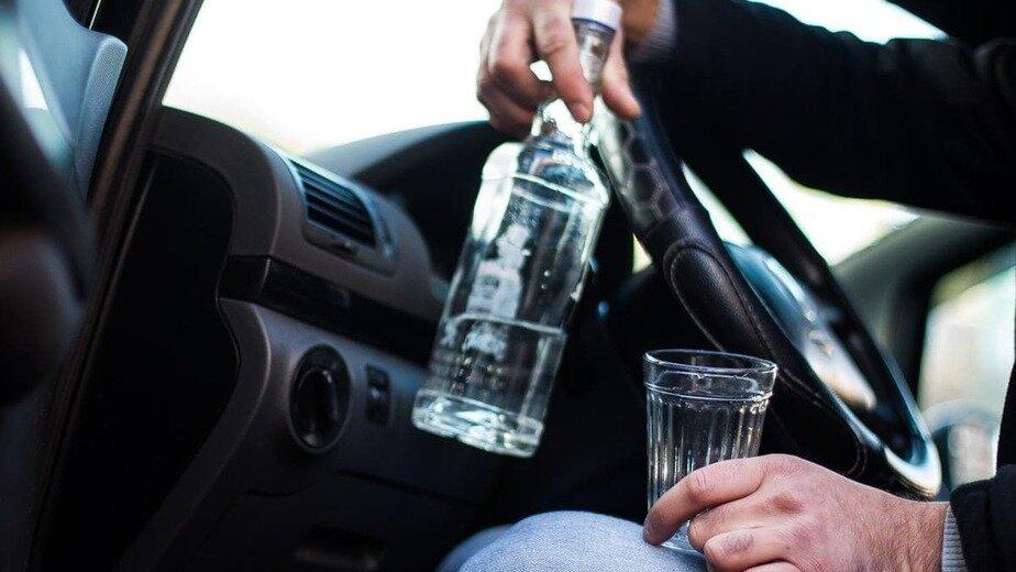 В Гурьевском районе двое приятелей устроили пьянку в чужой машине и разгромили салон