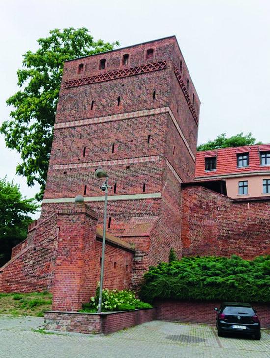 На фото: Кривая башня, Торунь | Фото: Алексей Денисенков