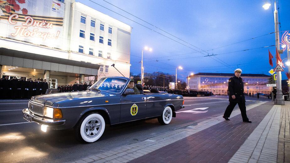 В Калининграде начали бронировать места в ресторанах с видом на площадь Победы, чтобы посмотреть парад - Новости Калининграда | Фото: Александр Подгорчук / «Клопс»