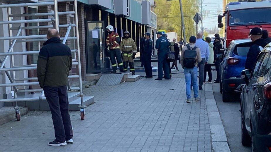 В банке на Ленпроспекте из-за задымления в зале эвакуировали персонал - Новости Калининграда   Фото: очевидец