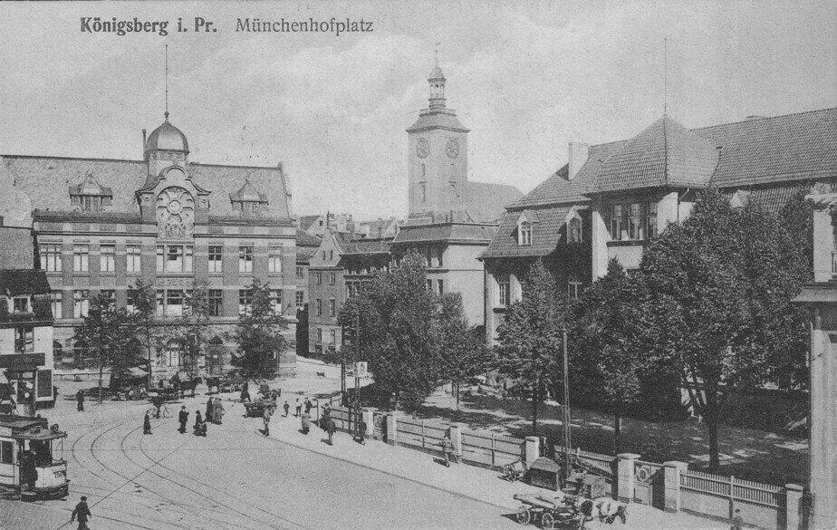 Бывшее здание Лёбенихтской ратуши — справа  | Фотография на открытке 1915 года