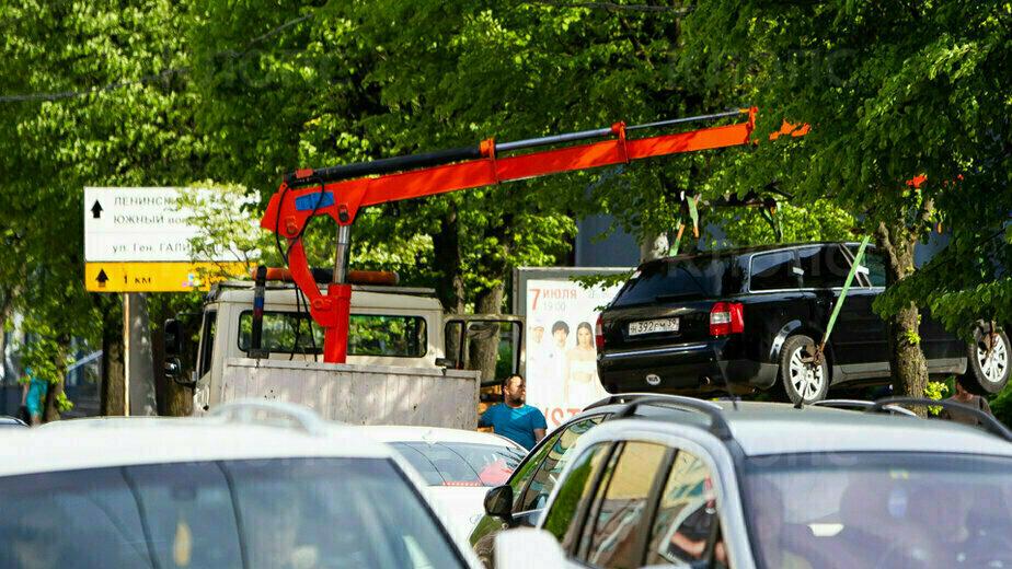 В Калининграде начали эвакуацию машин с «народных» парковочных мест - Новости Калининграда   Фото: Александр Подгорчук