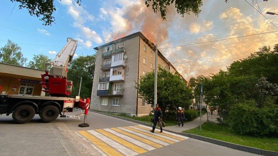 «Кредит плачу, а туалета нет»: жители дома в Светлогорске, где сгорела крыша, рассказали о последствиях пожара