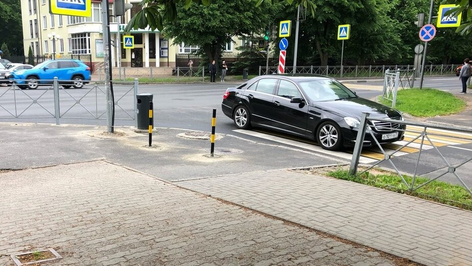 На Невского закрыли въезд на «народную» парковку, с которой эвакуируют автомобили (фото) - Новости Калининграда   Фото: читатель «Клопс»