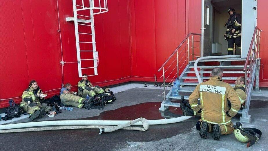 Пожарные после тушения «Мираторга» (фото) - Новости Калининграда | Фото: Антон Алиханов / Instagram
