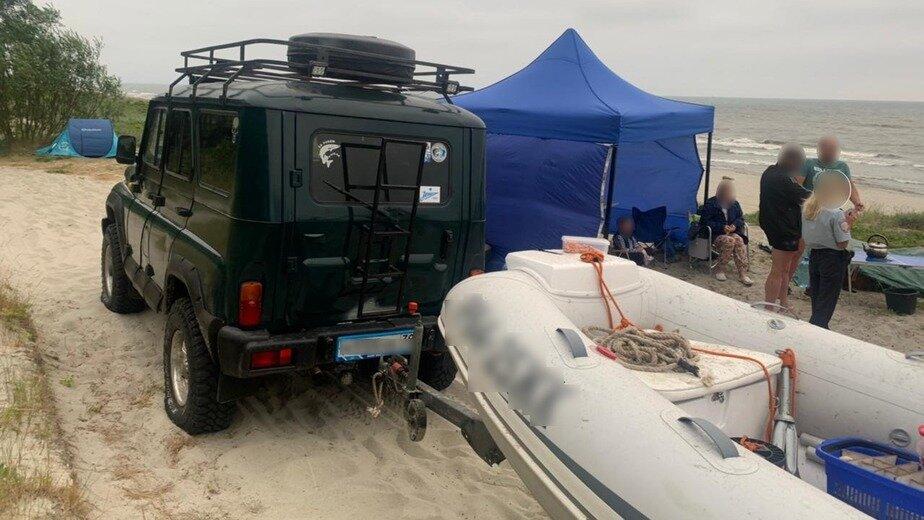 В Балтийске задержали водителя, выехавшего на пляж на машине с лодкой - Новости Калининграда | Фото: пресс-служба регионального УМВД