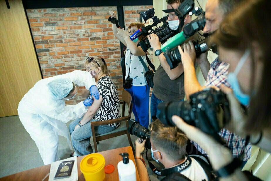 Фото дня: при калининградском пабе «Лондон» открылся первый в России пункт вакцинации на базе общепита - Новости Калининграда   Фото: Александр Подгорчук / «Клопс»