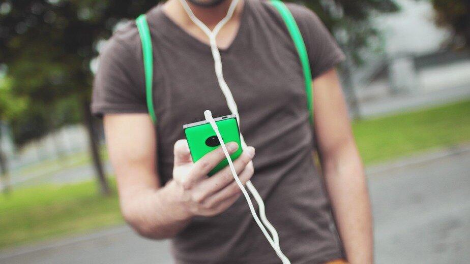 Современные гаджеты и ретромодели: какие телефоны в карманах у калининградцев - Новости Калининграда