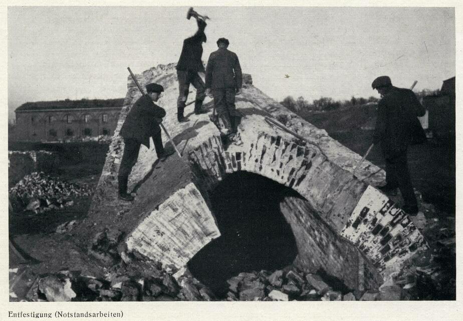 Снос бастиона Купфертайх возле Королевских ворот | Фотография 1919 года