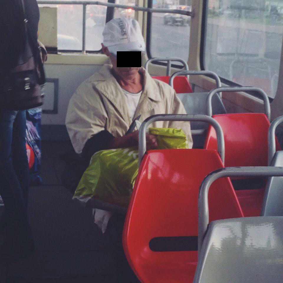 Обнажается в общественном транспорте фото 421-420